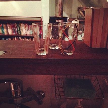 喫茶スロースのレトロなグラス